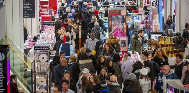 Thanksgiving Weekend Shoppers Boosted Spending by 16%