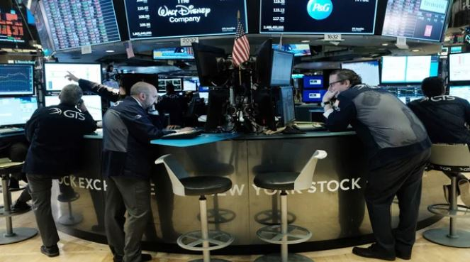 Stocks flat as stimulus talks drag on